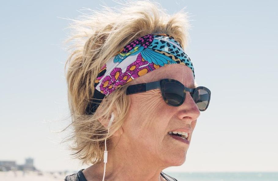 headband woman
